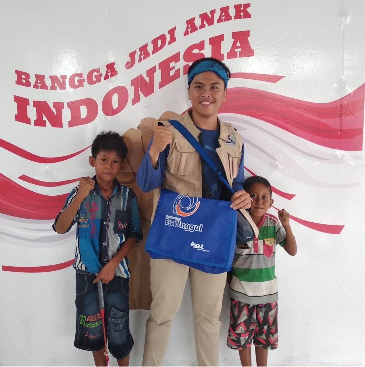 Octa bersama anak-anak korban Bencana