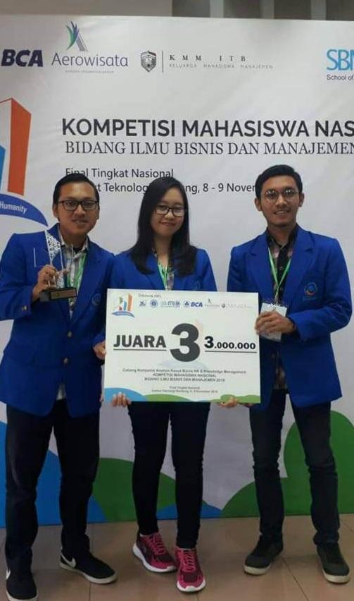 Tiga Mahasiswa Esa Unggul Juarai Lomba Kompetisi Mahasiswa Nasional Bidang Ilmu Bisnis dan Manajemen