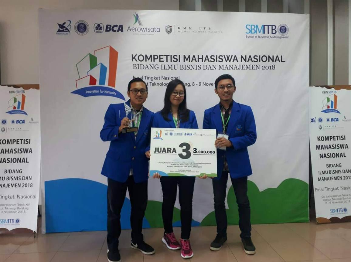 Tiga Mahasiswa yang Menjuarai Lomba Kompetisi Mahasiswa