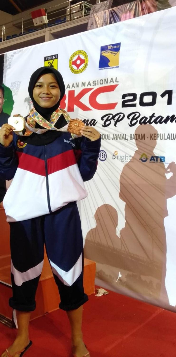 Delima Ramdani Mahasiswi Esa Unggul Raih Prestasi di Kejurnas Karate BKC di Batam