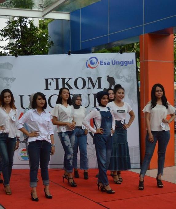 Fakultas Ilmu Komunikasi Esa Unggul Gelar Fashion Days 2018