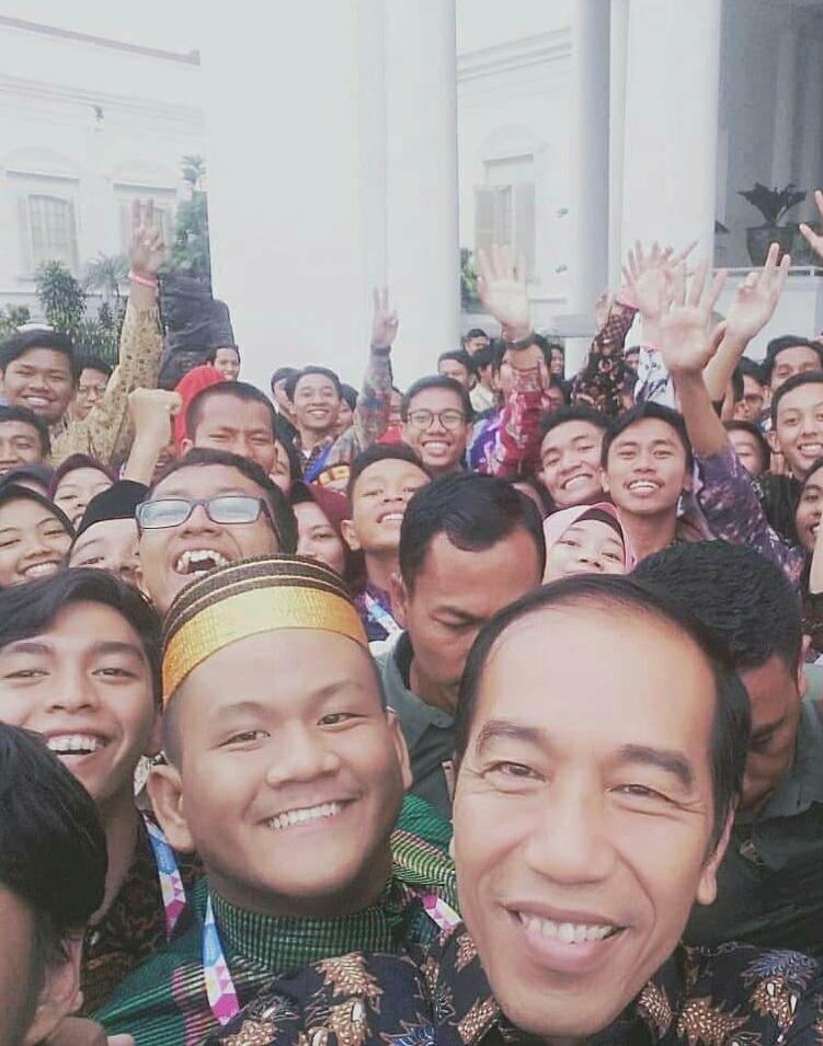 Lewat Vlog dan Esai, Dua Mahasiswa Esa Unggul Bertemu Presiden Jokowi