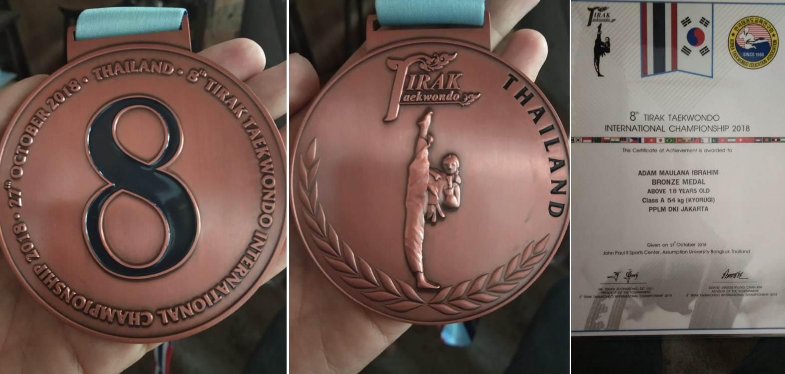 Medali yang didapatkan oleh Dua Mahasiswa Esa Unggul