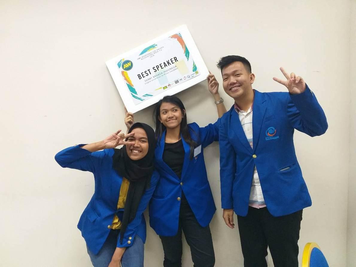 Tiga Mahasiswa Akutansi Esa Unggul