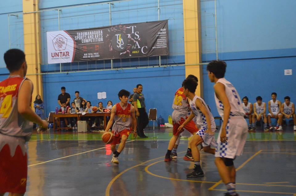Tim Basket Putra UEU Ketika Berlaga