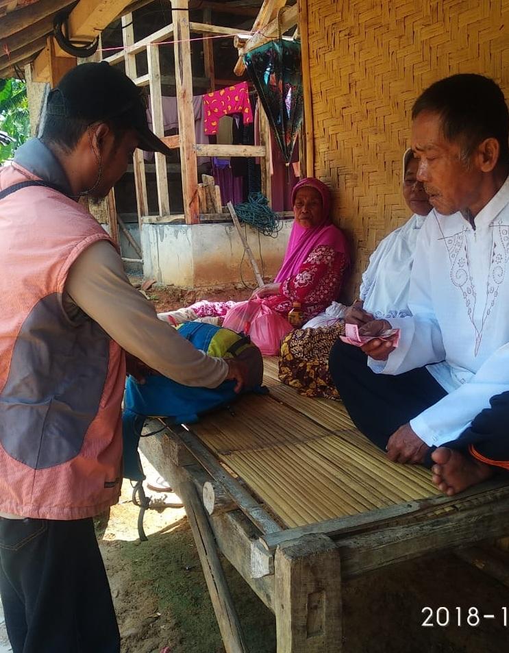 Himapala Esa Unggul Salurkan Bantuan Korban Tsunami Pandeglang