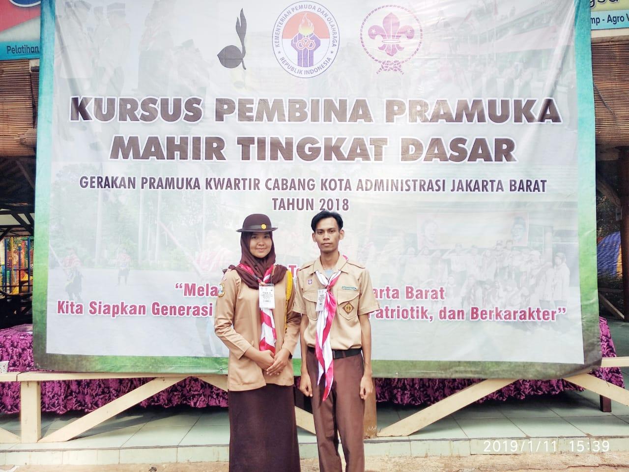Dua Anggota Pramuka UEU dalam KMD