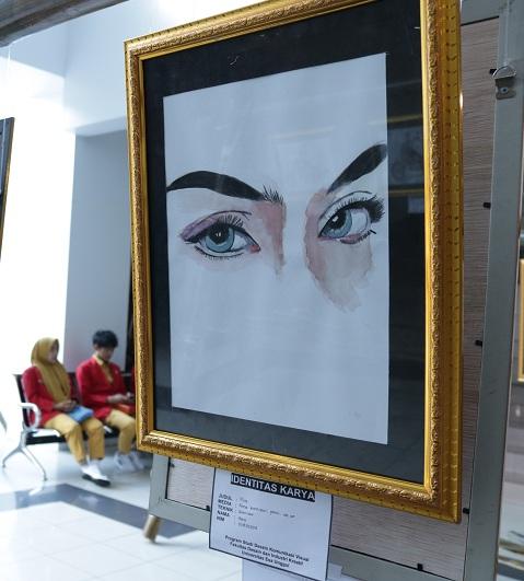 Suguhkan Realitas Kehidupan Lewat Gambar, Mahasiswa DKV UEU Gelar Pameran Seni