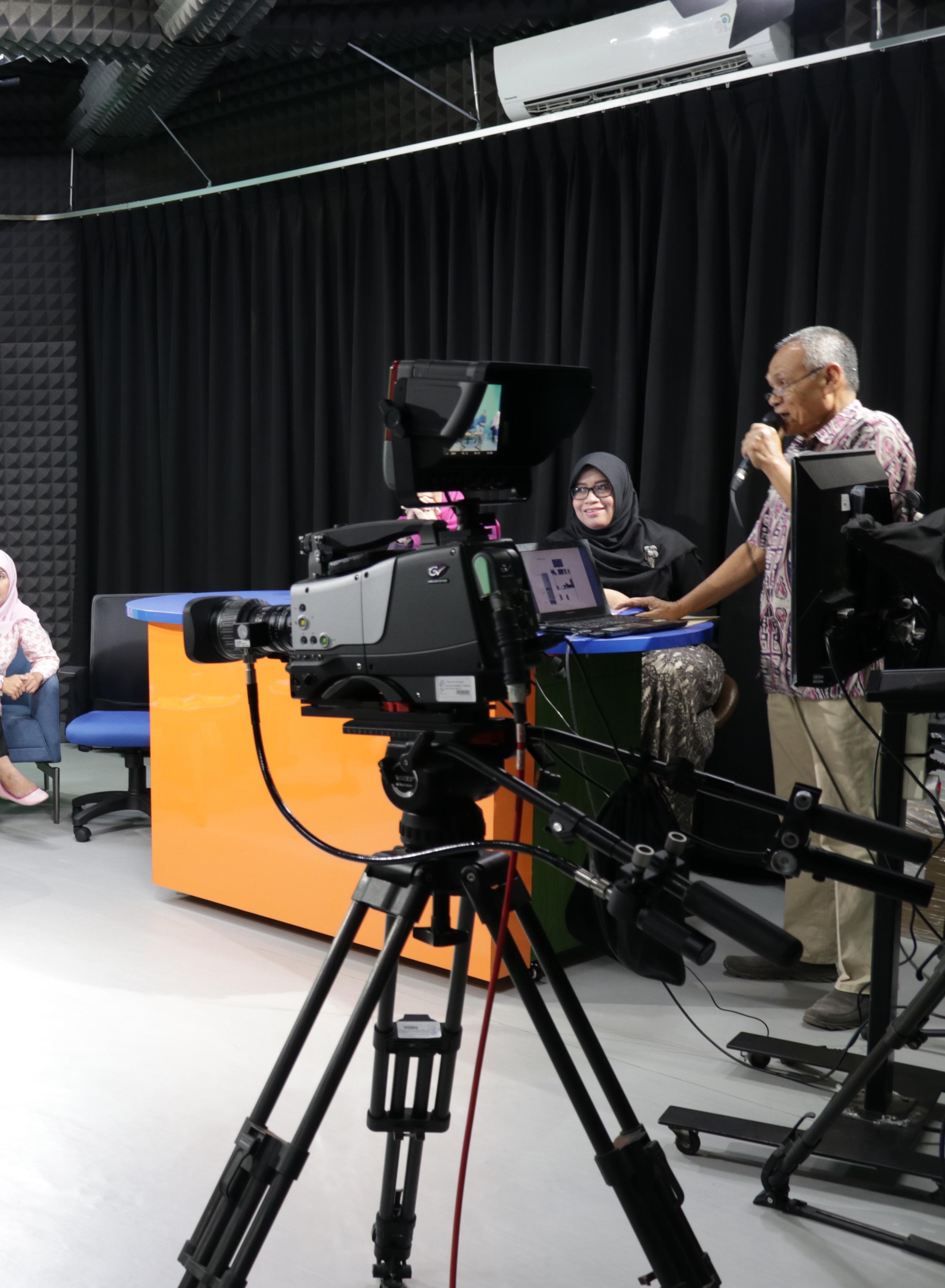 Tingkatkan Daya Saing Dalam Revolusi Industri Penyiaran, FIKOM UEU Bangun Broadcast Integrated System