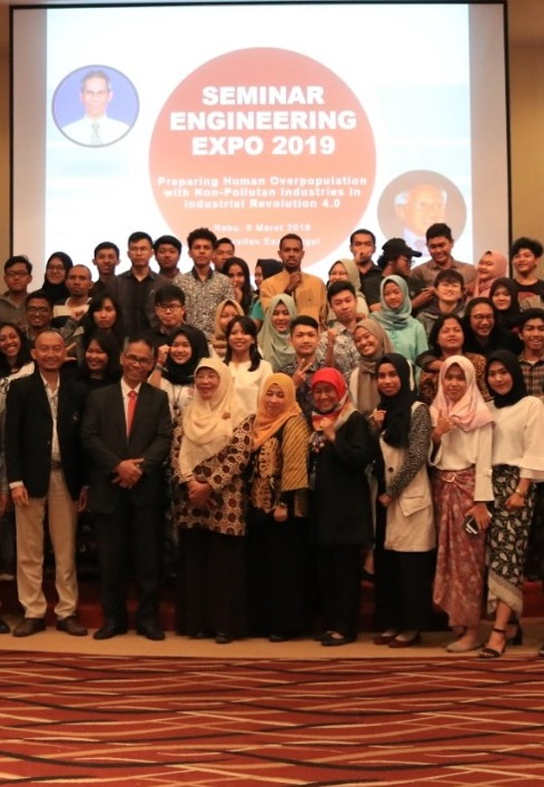 Foto Bersama Saat Engineering Expo 1