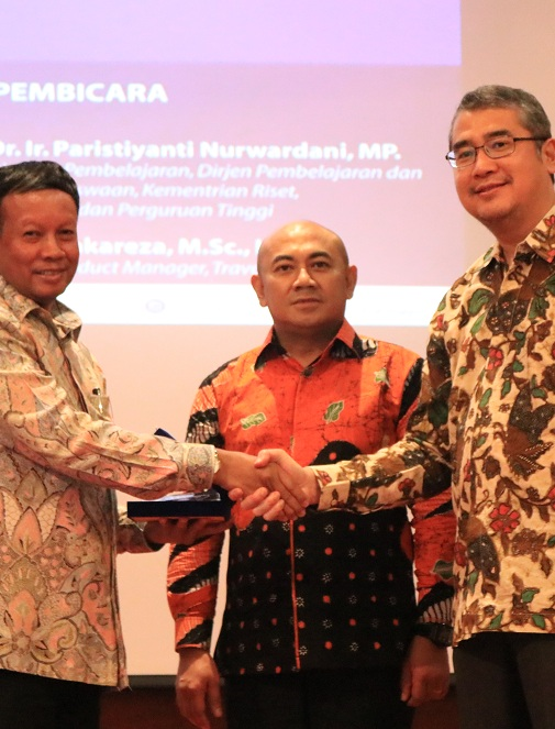 Universitas Esa Unggul dan Ikatan Sarjana Teknik dan Manajemen Industri Gelar Industrial Talk: Millenial Industry For Indonesia 4.0