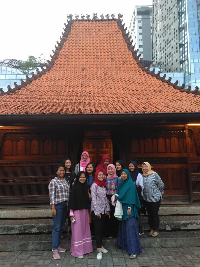 Prodi Pendidikan Bahasa Inggris Menikmati Pertunjukan Seni di Bentara Budaya Jakarta (PIC)