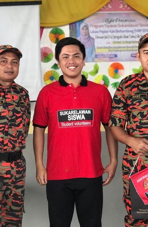 Jadi Idola Anak-anak hingga Cicipi Ulat Sagu, Begini Keseruan Octa Ridwan, Mahasiswa Psikologi UEU Saat Ikuti YSS-ASEAN Student Volunteer Mission to Sarawak 2019