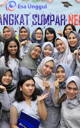 Potret Keceriaan Mahasiswi Saat Angkat Sumpah Profesi Ners Angkatan XI