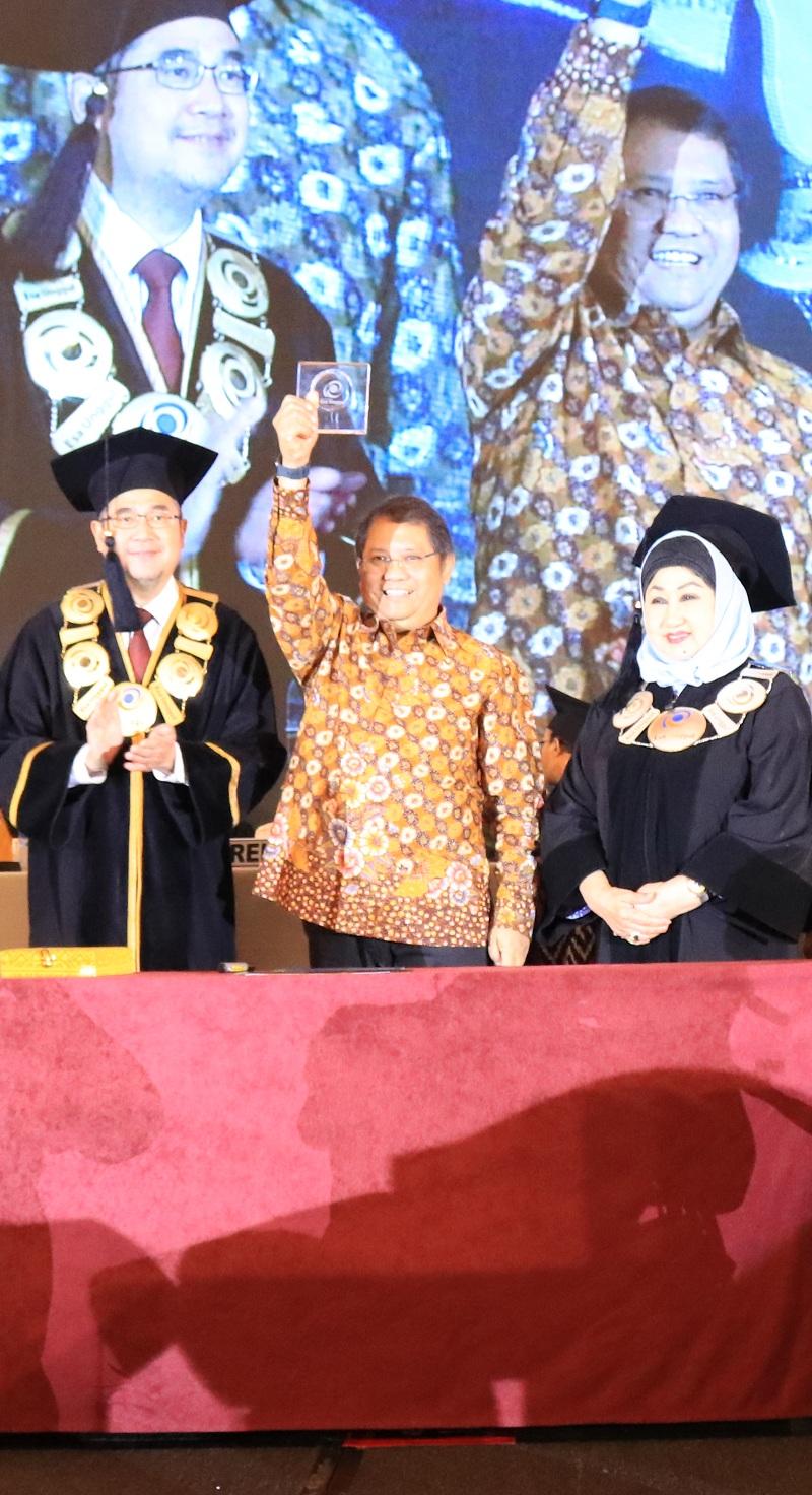 Menkominfo Rudiantara Ajak Wisudawan Esa Unggul Adaptif di Era Digital