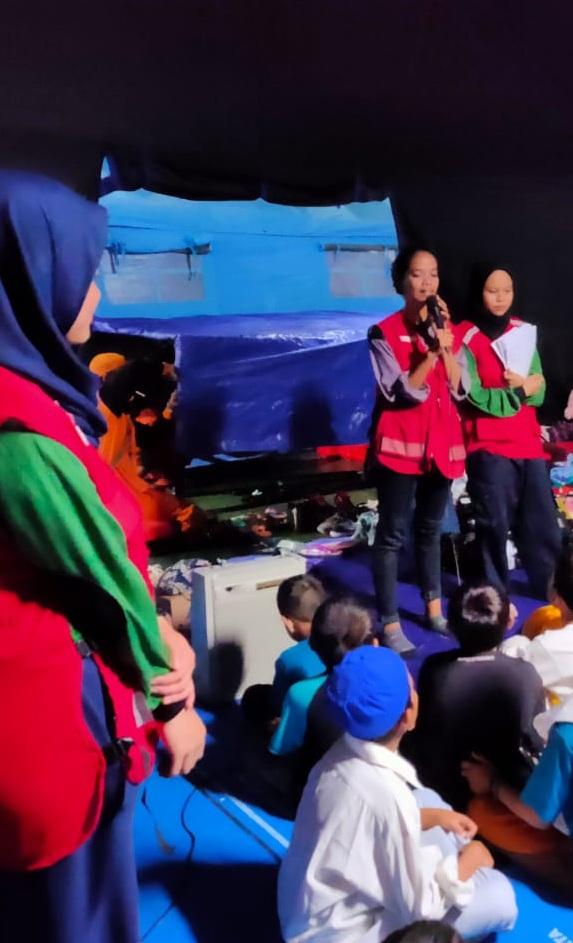 KSR-PMI UEU Gelar  psychology Support Program untuk anak-anak korban kebakaran  Taman Sari
