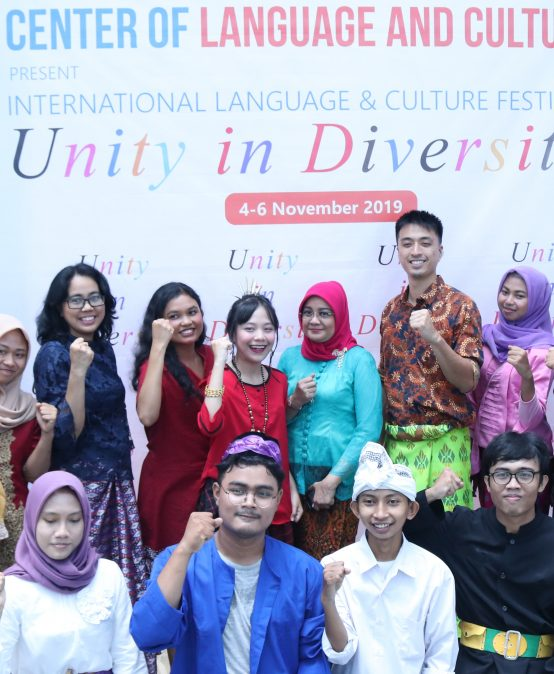 "Merajut Kebhinekaan Lewat International Language and Culture Festival ""Unity and Diversity"" Universitas Esa Unggul"