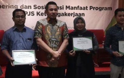 Universitas Esa Unggul Raih Penghargaan dari BPJS Ketenagakerjaan