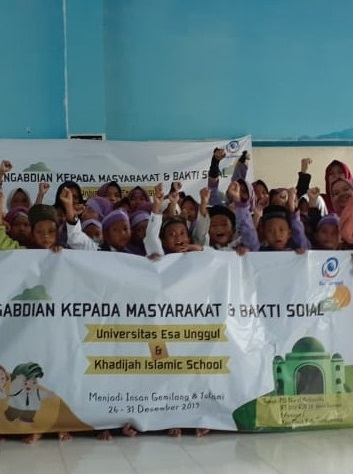 Dosen dan Mahasiswa Universitas Esa Unggul Kerjasama dengan Khadijah Islamic School Gelar Pengabdian Masyarakat dan Bakti Sosial di 3 Kampus