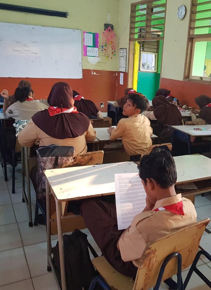 A Community Service (Pengabdian Masyarakat) at SMP 220 and SMP 191 Jakarta