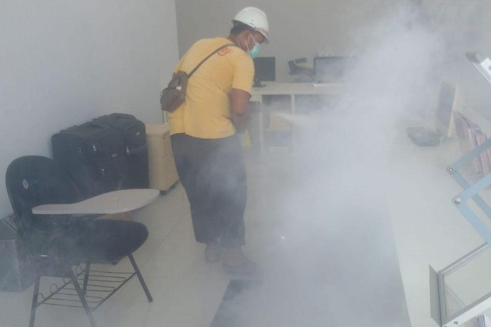 Cegah Penyebaran COVID-19 di Lingkungan Kampus, Universitas Esa Unggul Lakukan Penyemprotan Disinfektan