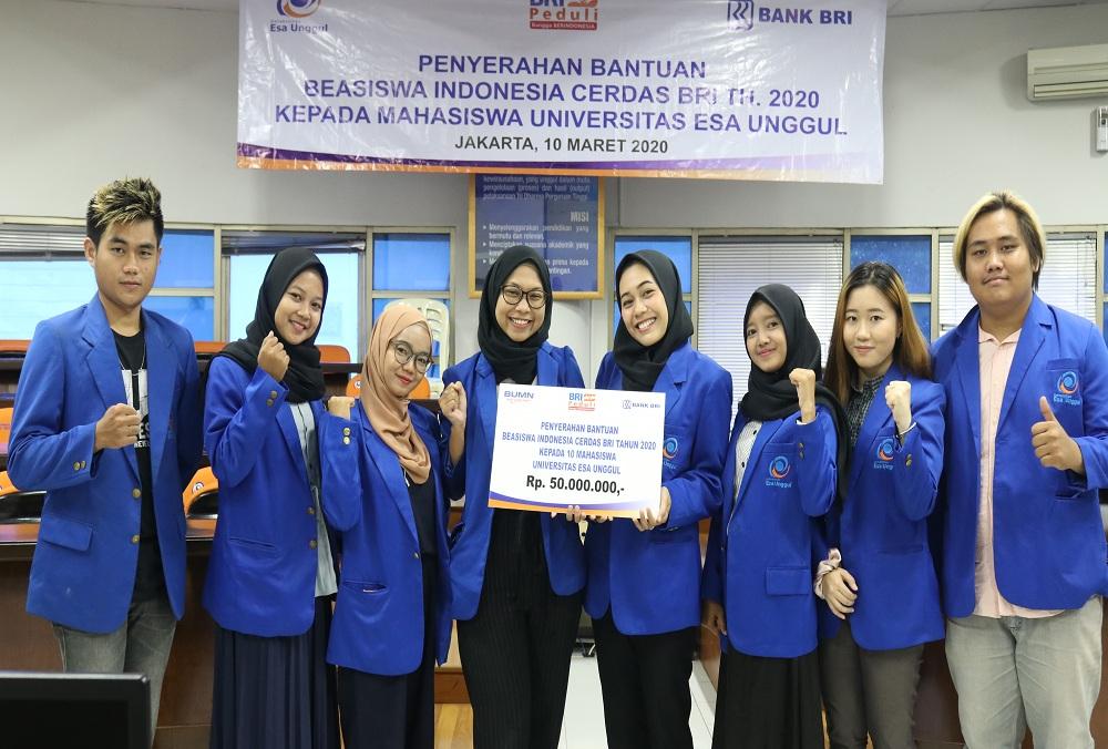 Wujudkan Indonesia Cerdas, BRI Berikan Beasiswa kepada 10 Mahasiswa Esa Unggul